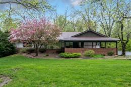 Contemporary Ladue Home Designed by Warren Jones