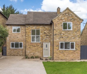 St. James Close, Pangbourne, Reading, RG8, Reading, South East England