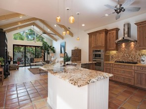 62 5th St S, Naples, FL