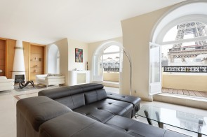 Paris 7th District – A spacious 4-bed apartment enjoying a view of the Eiffel Tower, Fran