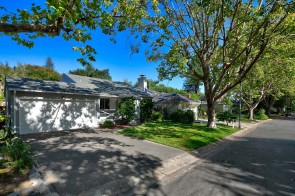 Charmer in the Flats of Greenbrae!