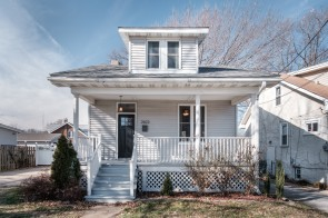 Charming 2 bed 1 bath in Maplewood