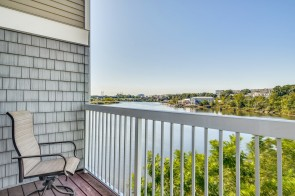 Direct Waterfront at this Lovely Condo